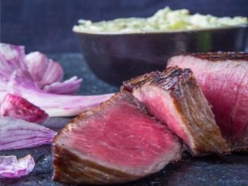 Biefstuk met gesmoorde uien en paprika