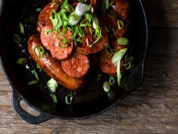 Gegrilde broodjes Chorizo met zelfgemaakte Salsa
