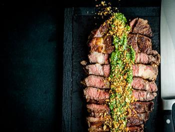 Wagyu Chuck Eye Steak met rode wijn saus