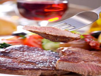 Entrecote steak met crème fraiche en grof gemalen pepersaus