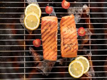 Zalm met citroen op de BBQ Plank