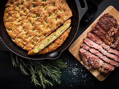 Chuck Eye Steak met Focaccia Brood