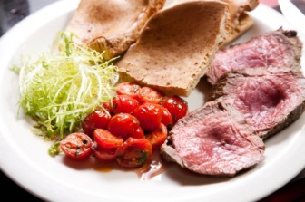 Picanha with cherry tomatoes and onions