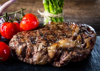 Rib eye steak met tomatentapenade
